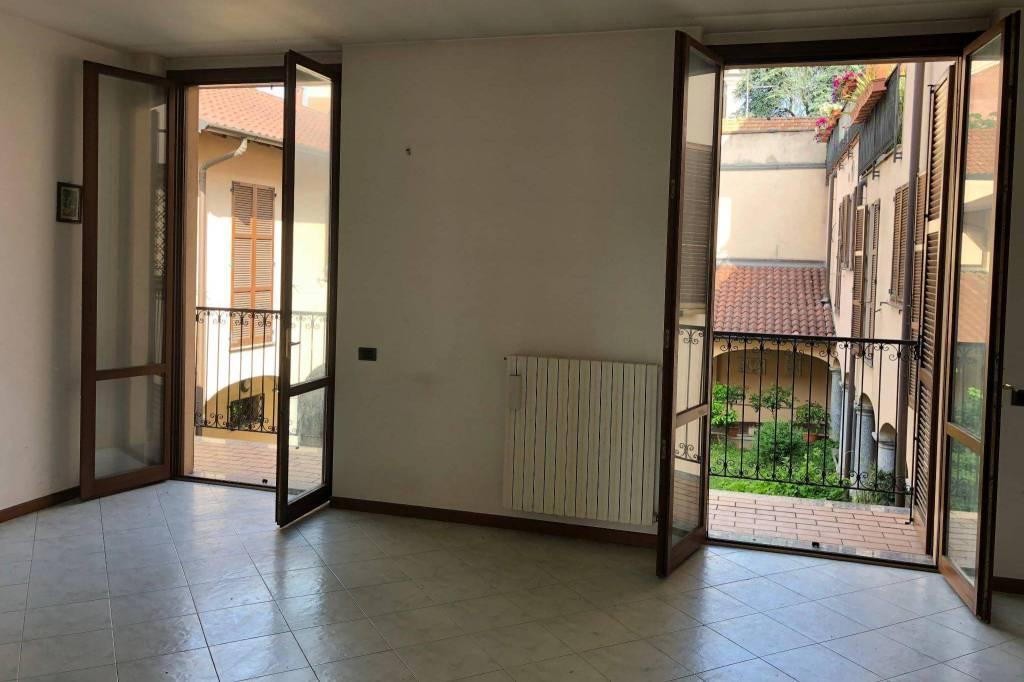 Appartamento in buone condizioni in affitto Rif. 8610249