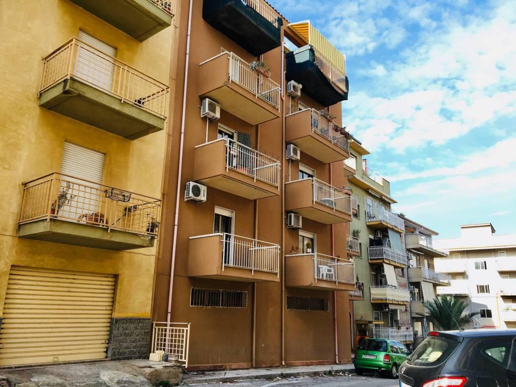 Appartamento in buone condizioni in vendita Rif. 8605286
