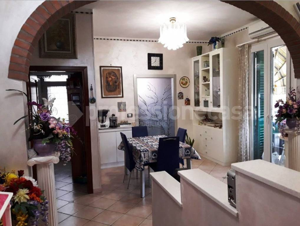 Appartamento in ottime condizioni parzialmente arredato in vendita Rif. 8611869
