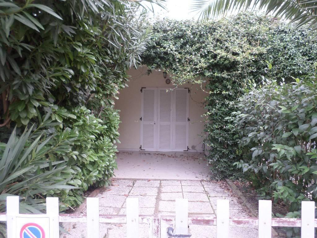 Appartamento in buone condizioni arredato in vendita Rif. 9146172