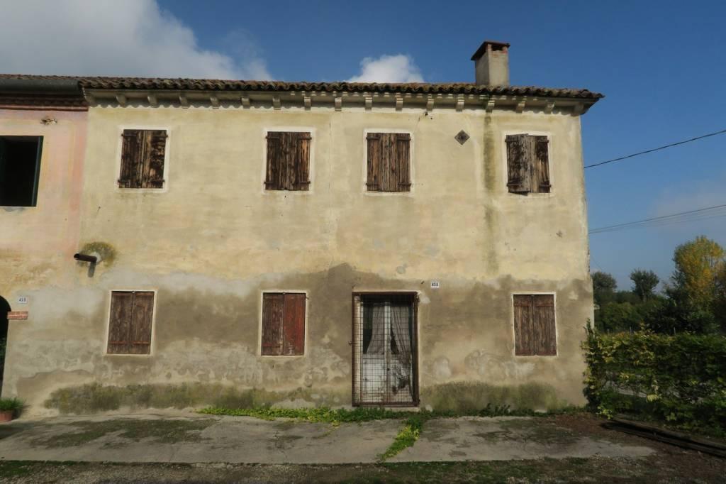 Rustico / Casale da ristrutturare in vendita Rif. 8612299
