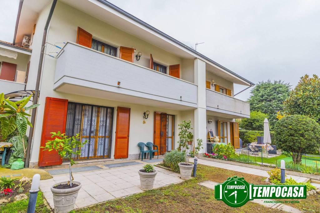 Appartamento in ottime condizioni parzialmente arredato in vendita Rif. 8612080