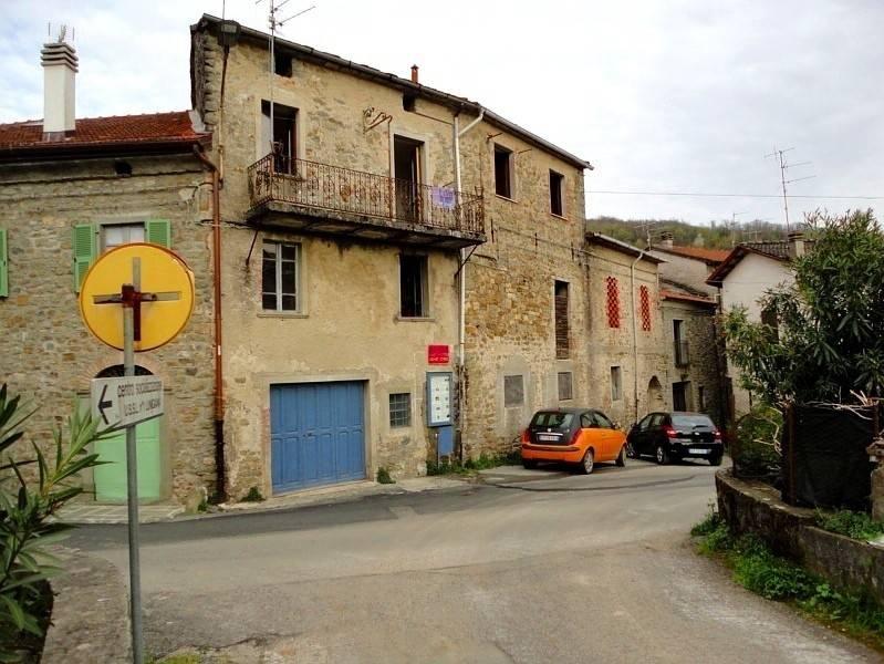 In borgo medioevale,facile 2 bilocali/ideale affitta camere
