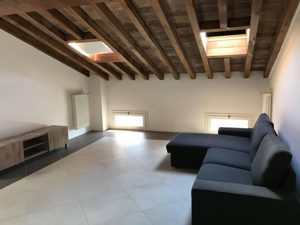 Appartamento in ottime condizioni parzialmente arredato in affitto Rif. 8605675