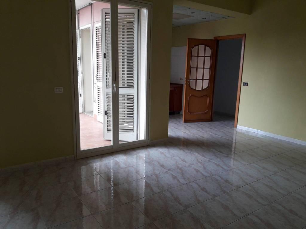 Appartamento in buone condizioni parzialmente arredato in affitto Rif. 8577175