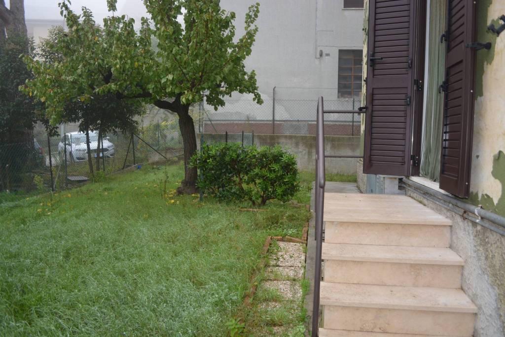 Appartamento in buone condizioni parzialmente arredato in vendita Rif. 8606110