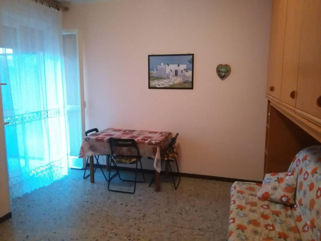 Appartamento in buone condizioni arredato in affitto Rif. 8605261