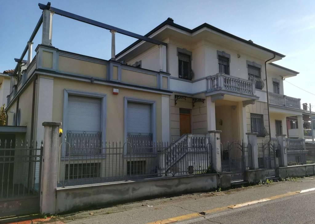 Villa in vendita a Ciriè, 15 locali, prezzo € 1.300.000   CambioCasa.it