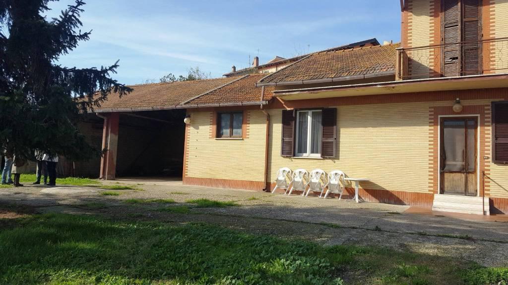 Rustico / Casale da ristrutturare in vendita Rif. 8607589