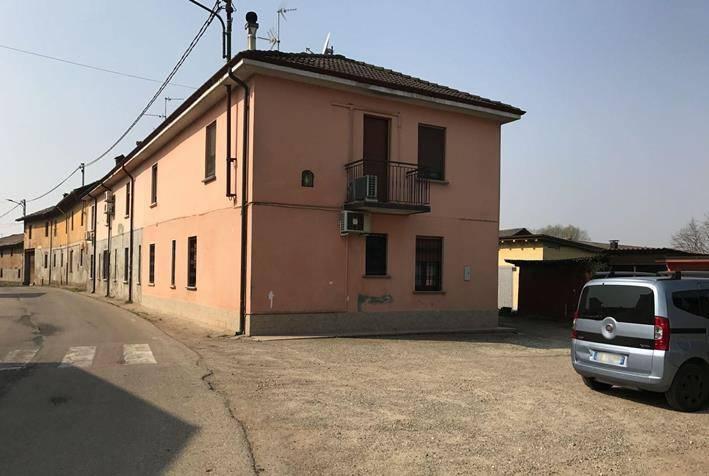 Appartamento in buone condizioni in vendita Rif. 8619771