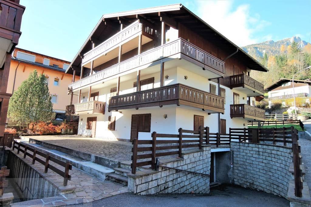 Appartamento in buone condizioni arredato in vendita Rif. 8618160