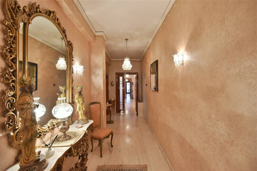 Appartamento in buone condizioni in vendita Rif. 8611709