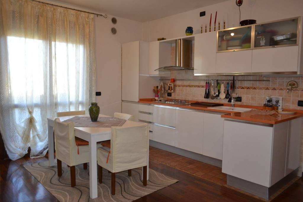 Appartamento in buone condizioni arredato in vendita Rif. 8618594
