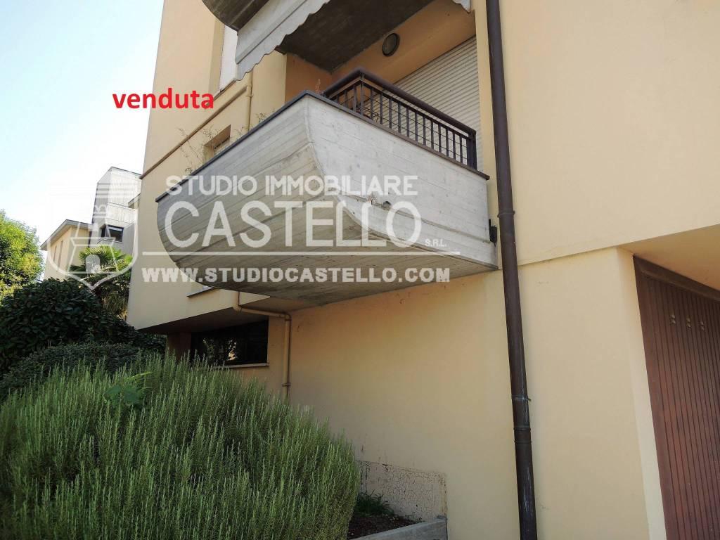 Appartamento in buone condizioni in vendita Rif. 7619546