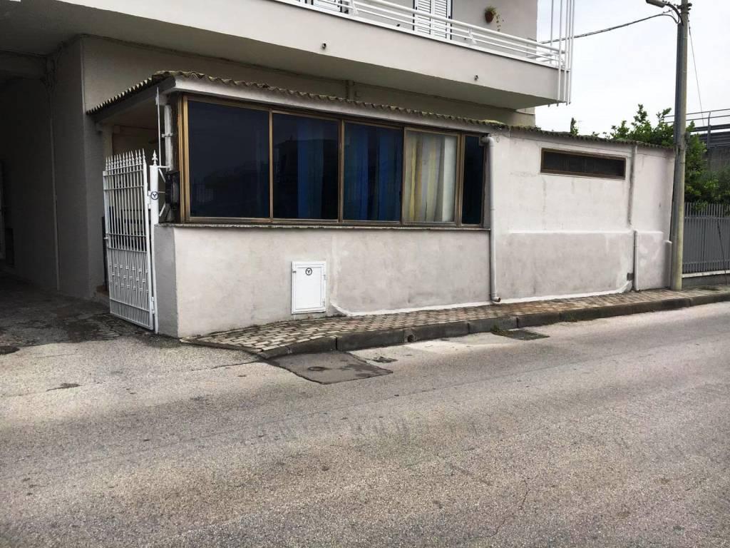 Appartamento in buone condizioni in vendita Rif. 8619328