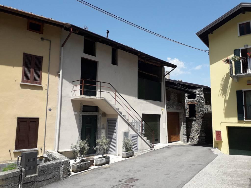 Appartamento in ottime condizioni arredato in affitto Rif. 8618084