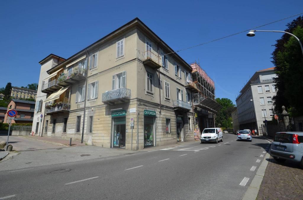 Appartamento in buone condizioni in vendita Rif. 8620265
