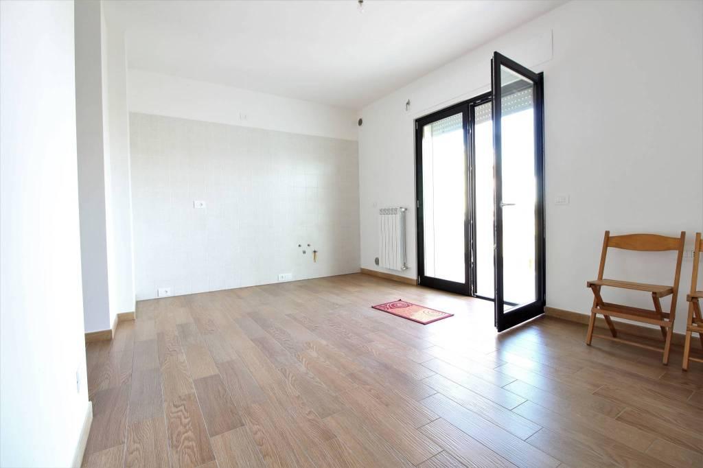Capurso rifinito e nuovo appartamento 3 vani, ampi balconi.
