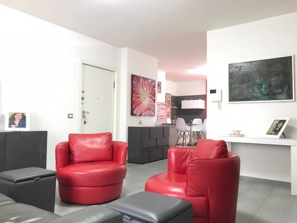 Appartamento in ottime condizioni in vendita Rif. 9226313