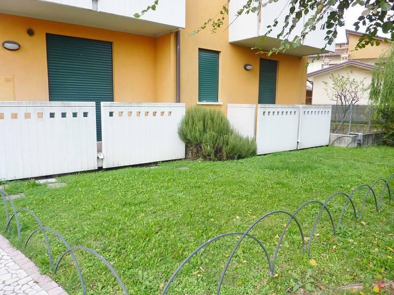 Appartamento in buone condizioni parzialmente arredato in vendita Rif. 8618940