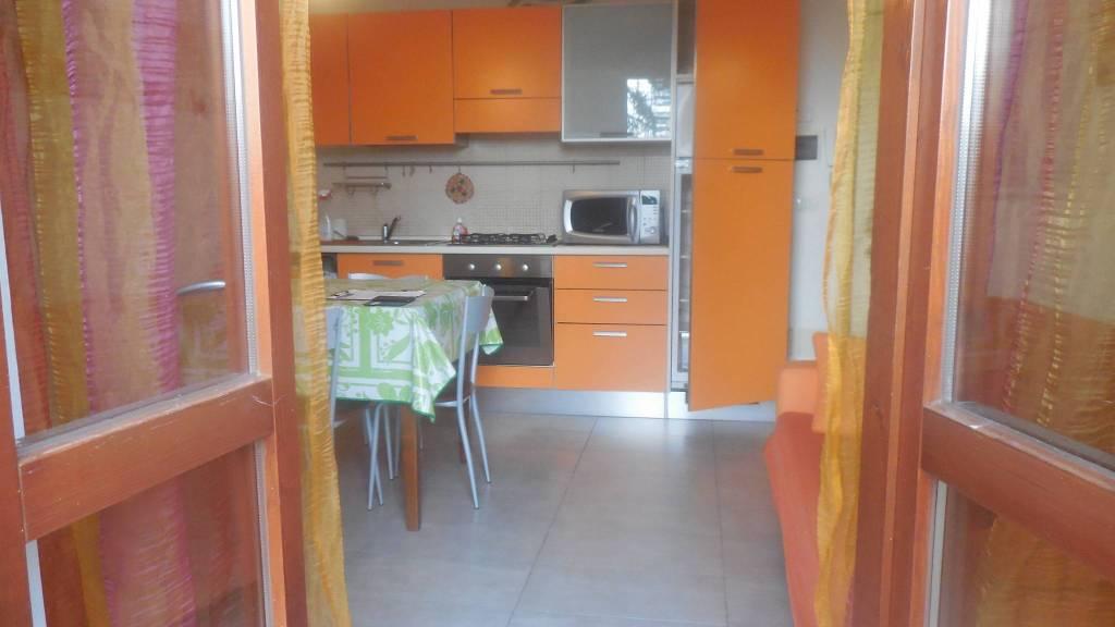 Appartamento in buone condizioni arredato in affitto Rif. 8369114