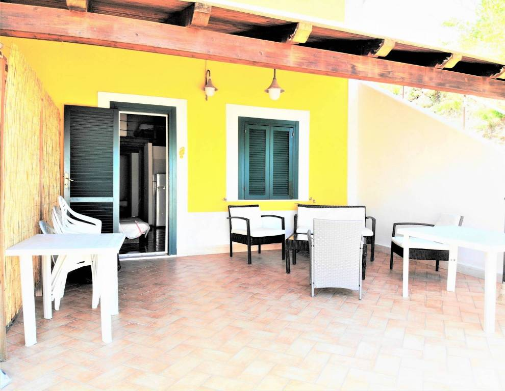 Appartamento in buone condizioni arredato in vendita Rif. 8618437