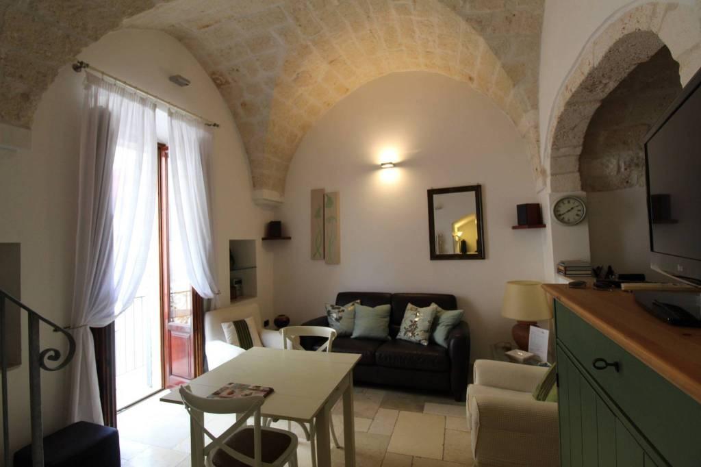 Appartamento in ottime condizioni arredato in vendita Rif. 8620015