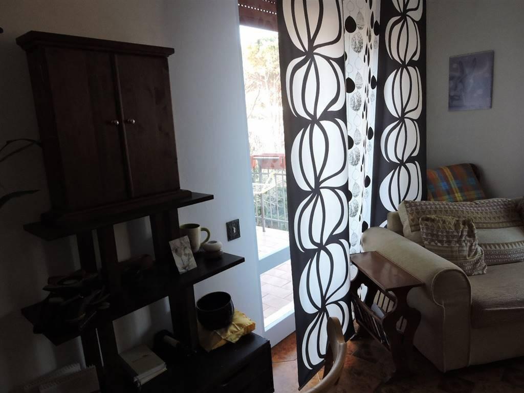 Appartamento in buone condizioni in vendita Rif. 8619233