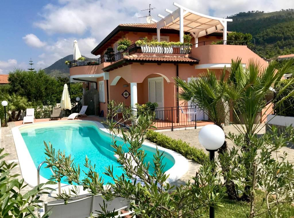Villa parzialmente arredato in vendita Rif. 4573160