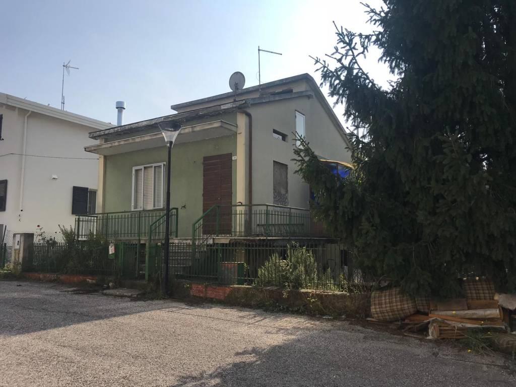Casa Indipendente da ristrutturare in vendita Rif. 8627742