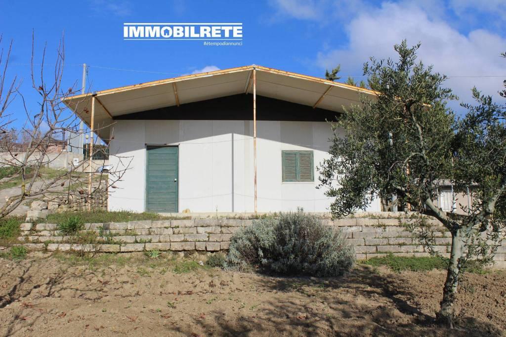Rustico / Casale in buone condizioni in vendita Rif. 8787575