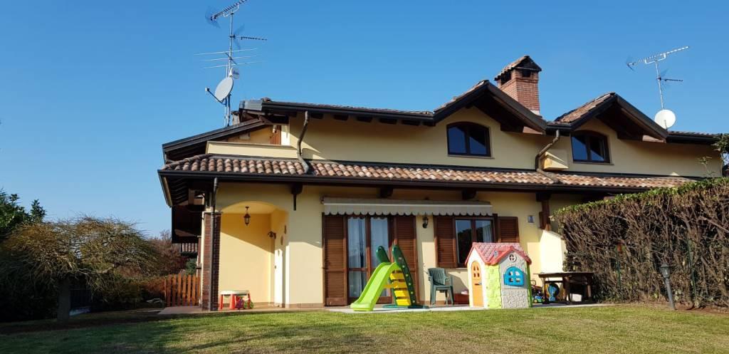 Villa in buone condizioni in vendita Rif. 8573954