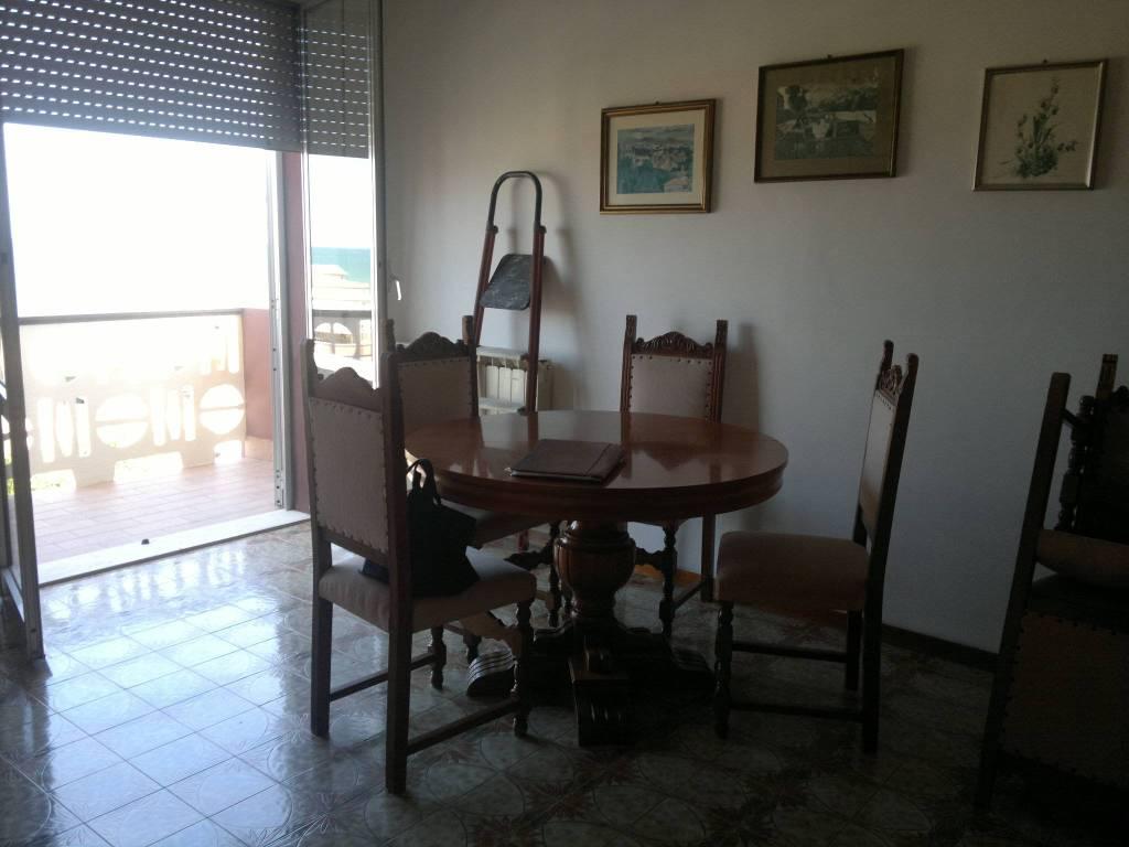 Appartamento in buone condizioni arredato in vendita Rif. 8639338