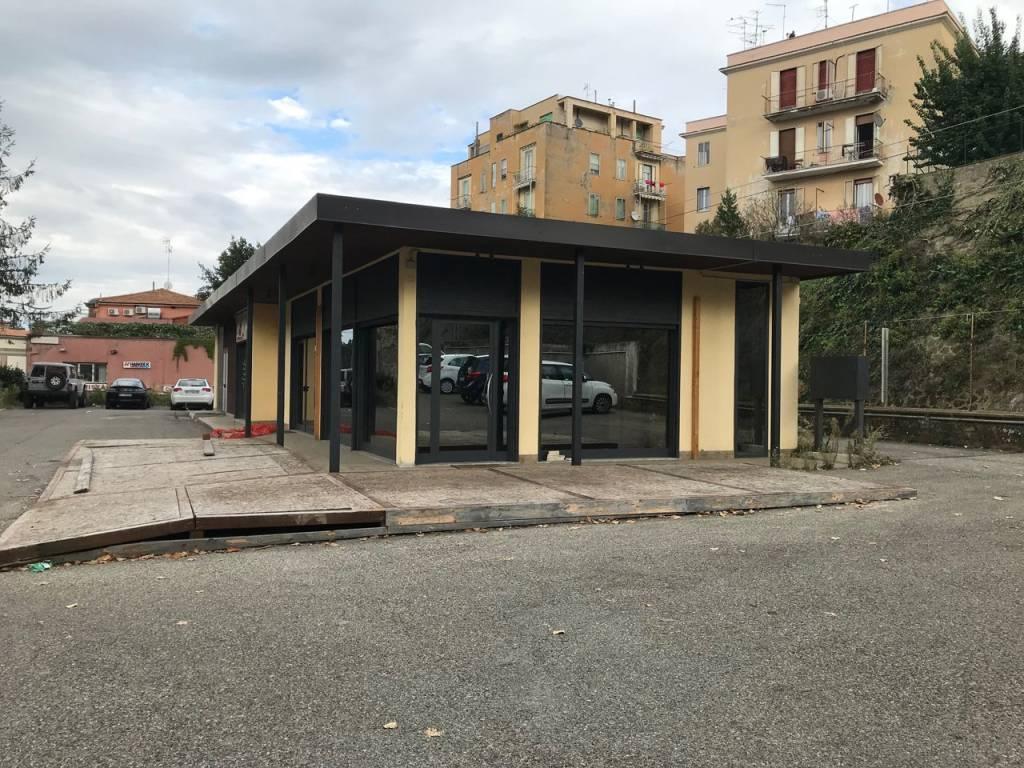 Locale commerciale ex ristorante piano terra con parcheggio Rif. 8627102