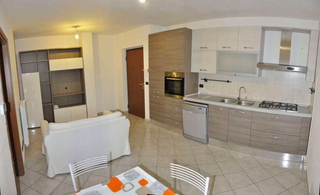 Appartamento in ottime condizioni arredato in affitto Rif. 8644683