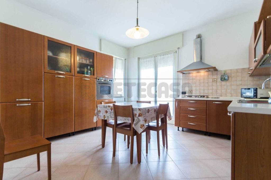 Appartamento in ottime condizioni in vendita Rif. 8643470