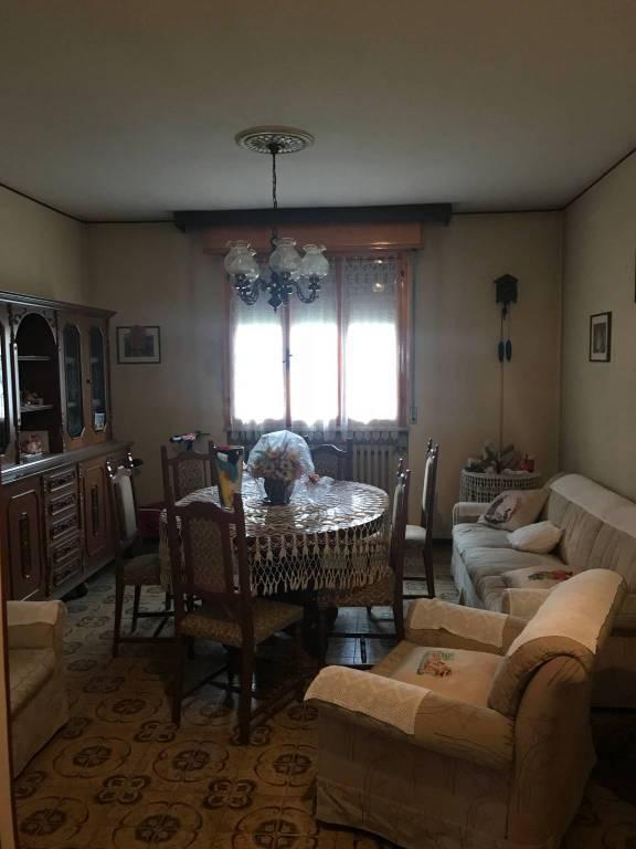 Appartamento in buone condizioni parzialmente arredato in vendita Rif. 8649980