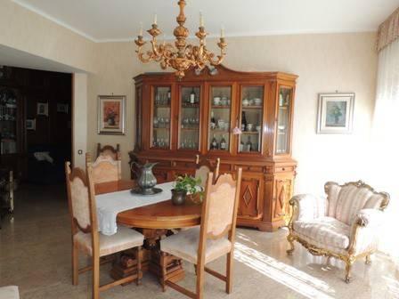 Appartamento in buone condizioni in vendita Rif. 8643075