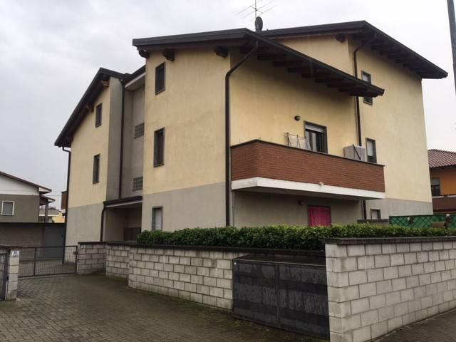 Appartamento in buone condizioni parzialmente arredato in affitto Rif. 8478793