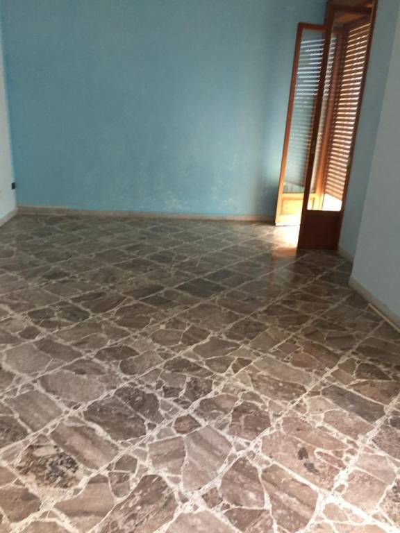 Appartamento in buone condizioni in affitto Rif. 8642324