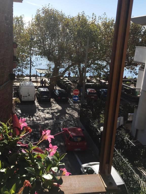 Appartamento lungolago con balcone panoramico