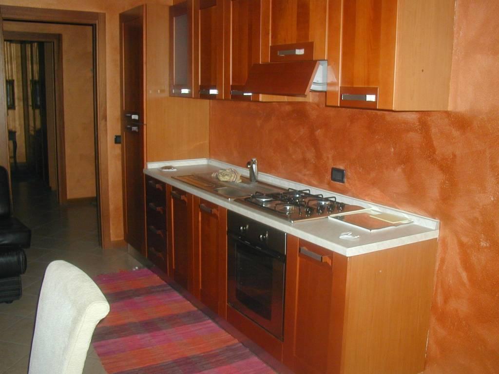 Appartamento in buone condizioni arredato in affitto Rif. 8649345