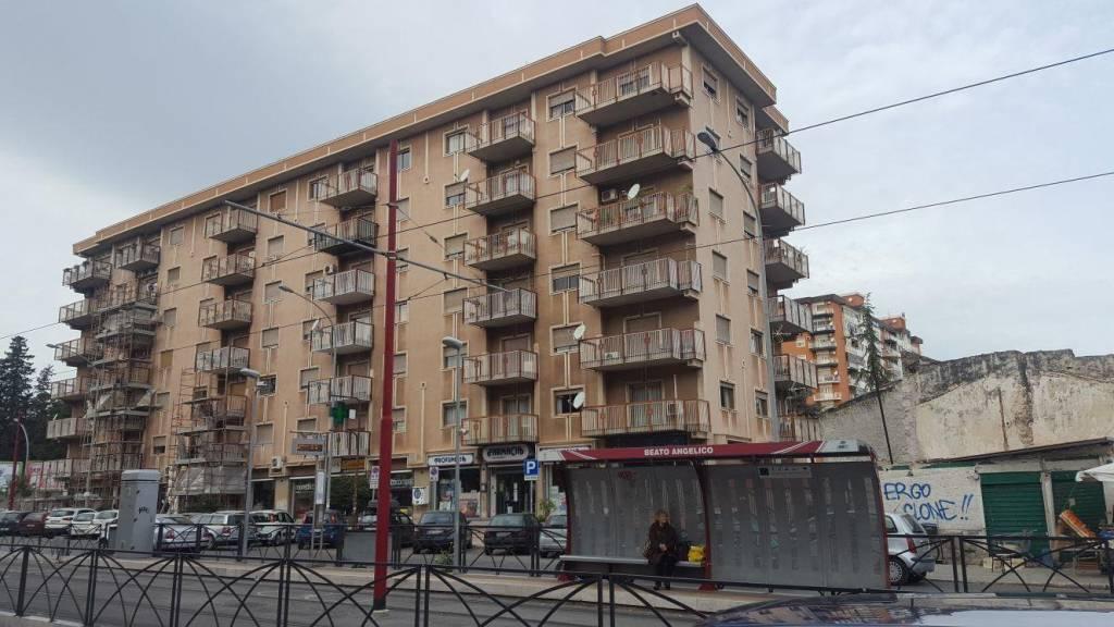 Appartamento in buone condizioni in vendita Rif. 8648813