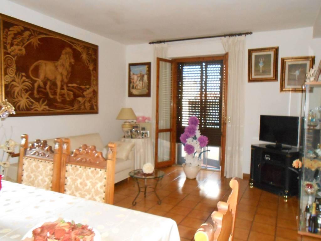 Appartamento in buone condizioni in vendita Rif. 8639404