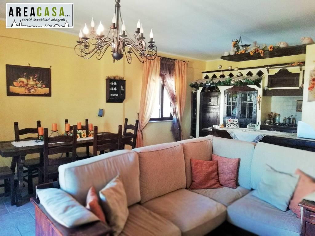 Appartamento in buone condizioni arredato in affitto Rif. 8647125