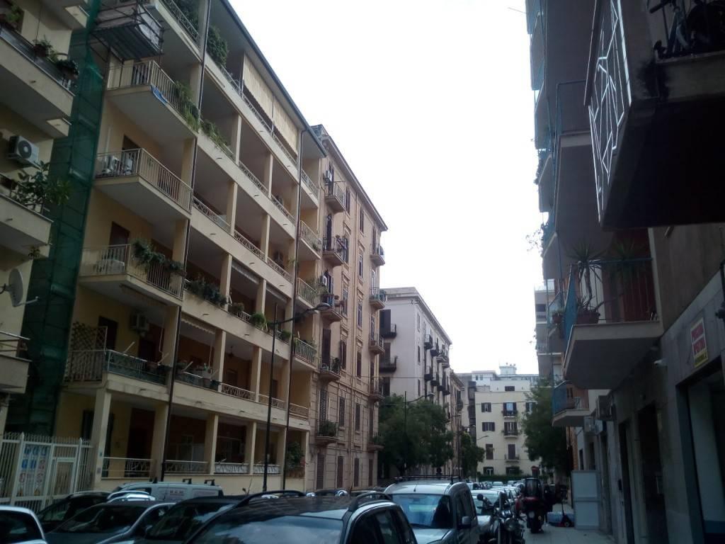 Appartamento in buone condizioni in affitto Rif. 8642089