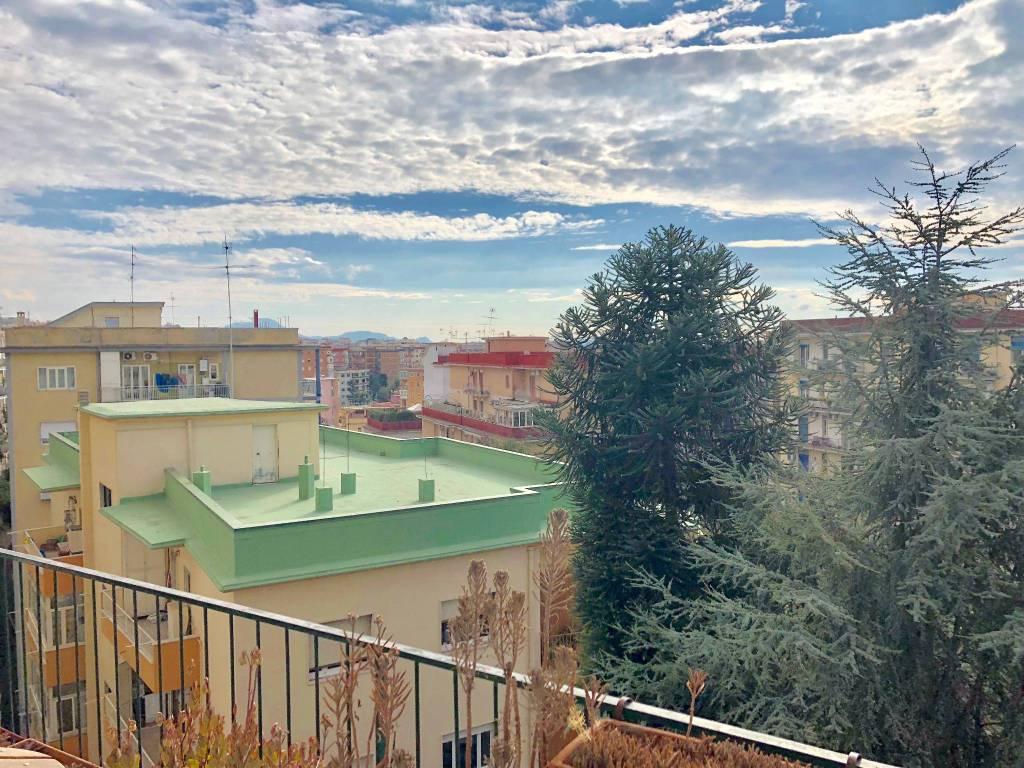 Appartamento in buone condizioni in vendita Rif. 8649751