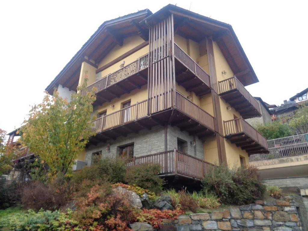 Appartamento in buone condizioni in vendita Rif. 8643415