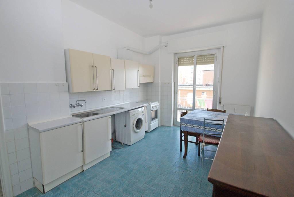Appartamento in buone condizioni parzialmente arredato in affitto Rif. 8644166