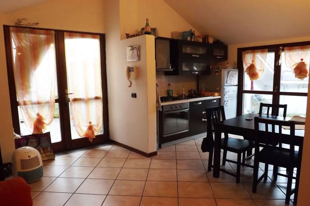 Appartamento in buone condizioni arredato in affitto Rif. 8645497